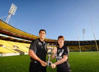 Stephen Kearney & Wellington mayor Celia Wade-Brown show off the Four Nations trophy