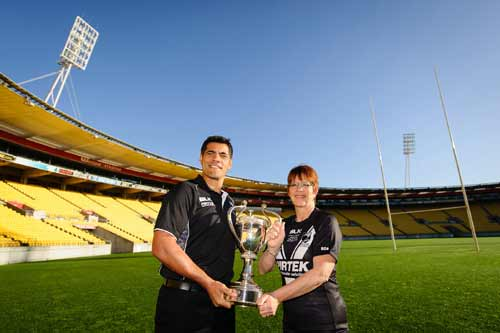 Stephen Kearney & Wellington mayor Celia Wade-Brown show off the Four Nations trophy